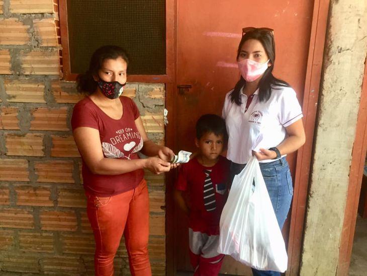 Manos Unidas, hizo entrega de ayuda solidaria a menor de 6 años de la provincia de El Dorado que padece de deficiencia en su intestino