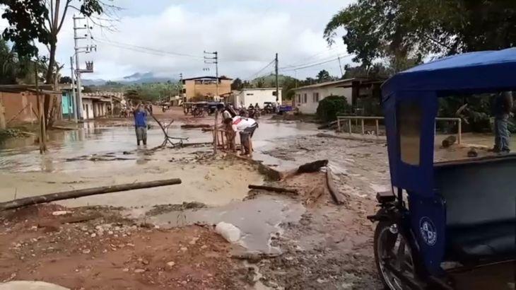 Sauce: Quebrada Bijahuillo se desborda y ocasiona daño considerable a pequeño puente