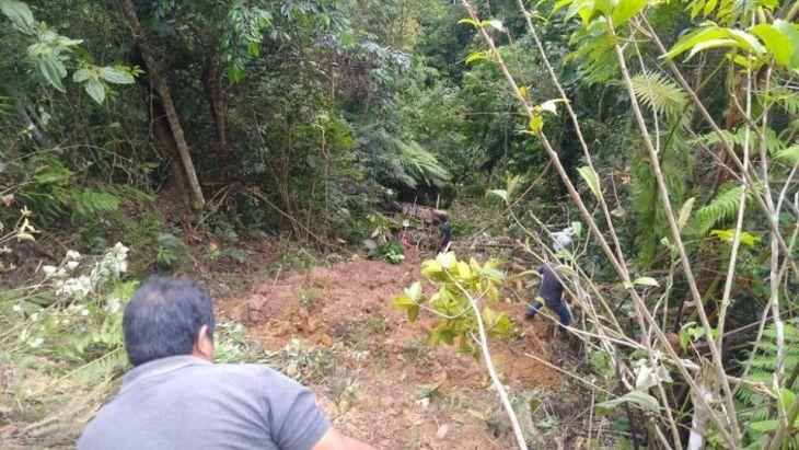 Camioneta estuvo a punto de caer al río mayo en el puerto Metoyacu