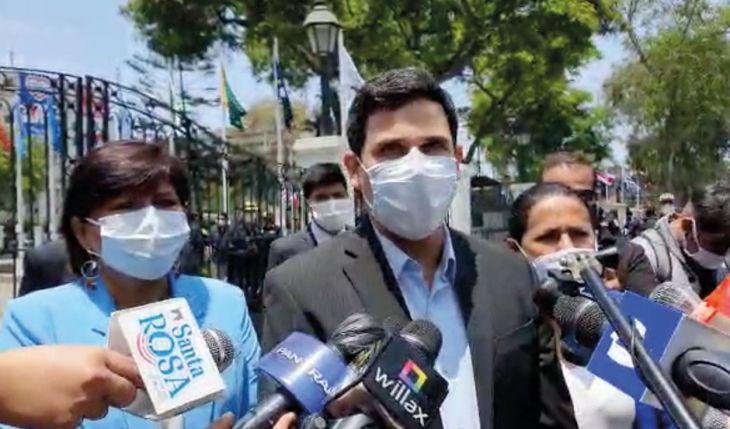 """Integrantes de APP entre ellas la Congresista Robertina Santillana piden disculpas por """"error político"""" tras crisis política"""