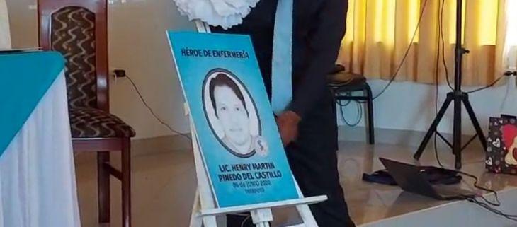 Colegio de enfermeros el Perú y el concejo directivo nacional realizaron esta mañana ceremonia de reconocimiento por orfandad a causa del COVID 19