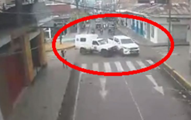 Ambulancia que transportaba un herido impactó con una camioneta en el centro de Tarapoto
