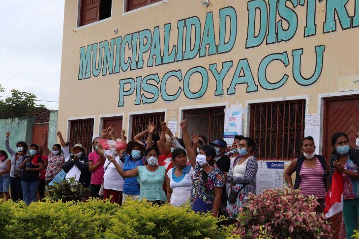 Pobladores de Piscoyacu mantienen plantón y desde hoy permitirán el ingreso de los trabajadores para no afectar funcionamiento del municipio