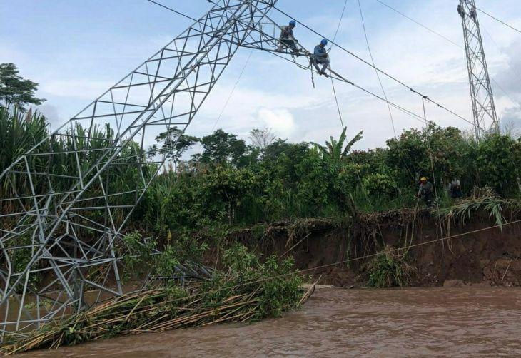 Torre de Alta Tensión quedó averiada por la creciente del río Huallaga en el sector Huaquisha, en la línea de Transmisión sur Tocache – Bellavista