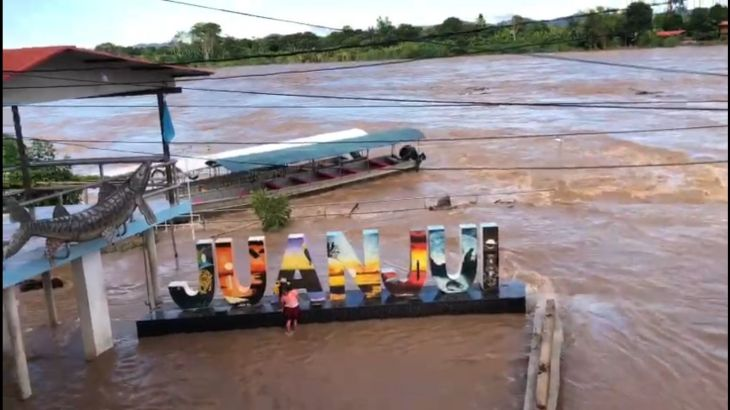 Por intensas lluvias el río Huallaga desbordó e inundó puerto Amberes, puerto Conchán y el bulevar Punta Verde en Juanjuí