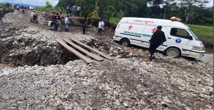 Paciente grave estuvo en riesgo por mal estado de carretera Rioja – Yorongos