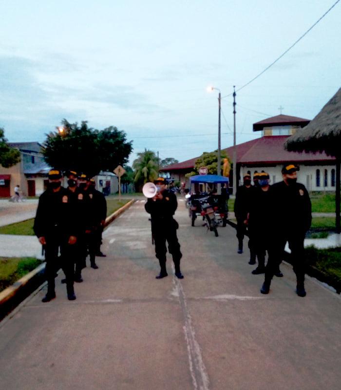 Policía multa a alcalde vecinal de Consuelo en la provincia de Bellavista, por desobedecer toque de queda
