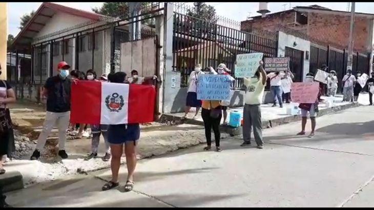 Moradores de la Urbanización Las Palmeras del distrito de Morales, realizaron protesta frente a la sede de la Sala Penal Liquidadora del Poder Judicial en Tarapoto