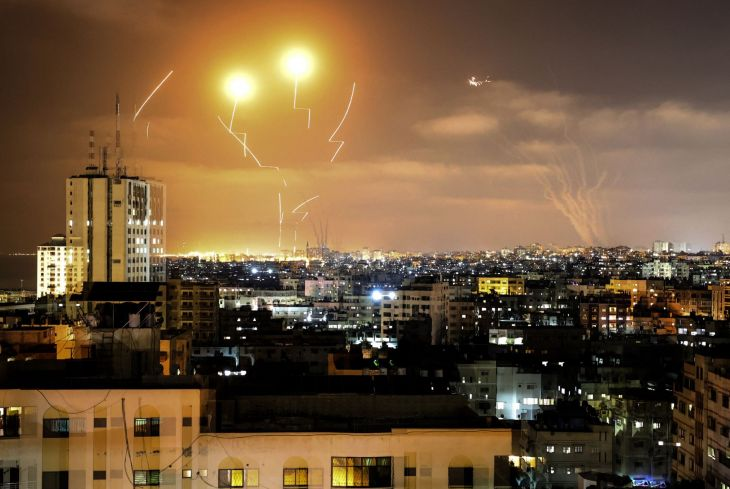 Franja de Gaza lanza más de 100 cohetes a Israel y evacúan el Muro de los Lamentos