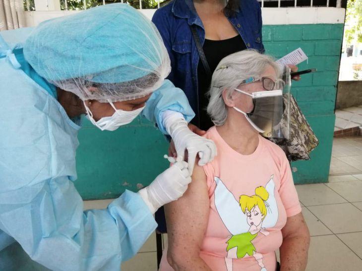 Un 53% de la población objetivo de 60 a 69 años se vacunó contra la Covid 19 en la región San Martín