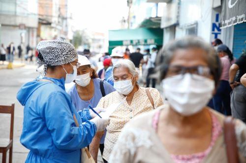 Hoy se inicia jornada de vacunación para adultos mayores de 70 a 79 años en 18 distritos de la región San Martín