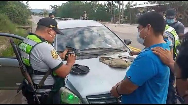 Policía de Carreteras interviene a tres sujetos que en un automóvil robado que se dirigía hasta el huallaga central