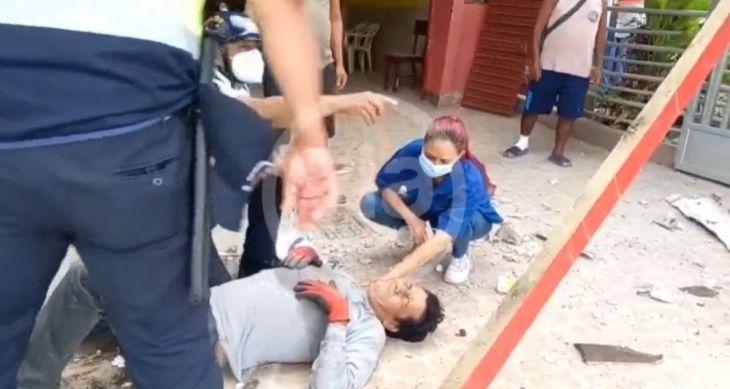 Tarapoto: Un hombre cayó desde una altura de 3 metros aproximadamente cuando realizaba trabajos de mantenimiento de un techo