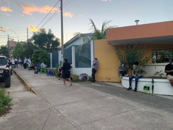 Tarapoto: Familiares de adultos mayores denuncian que no son permitidos ingresar a los centros de vacunación