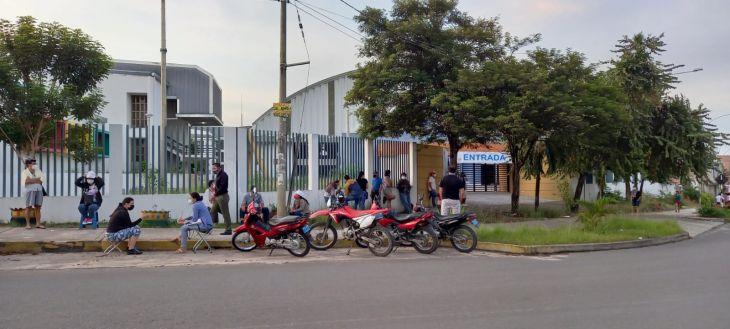 Hoy se inicia jornada de vacunación en 13 distritos de la región San Martín a personas adultas mayores de 80 años a más
