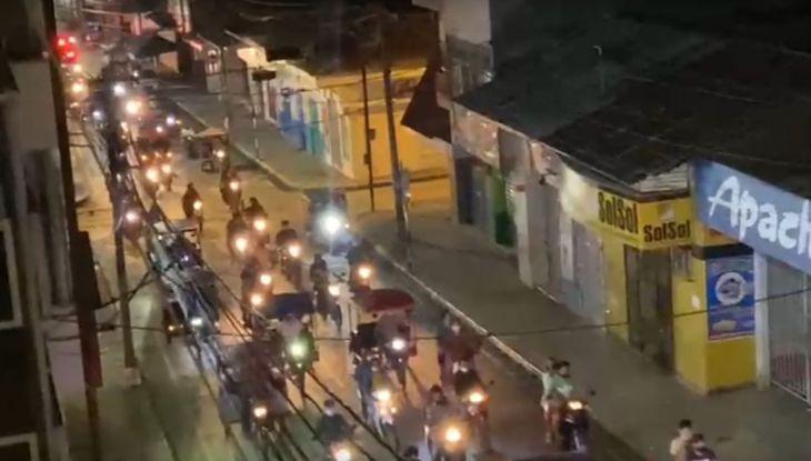 Anoche militantes de Perú Libre tras conocer los primeros resultados realizaron una caravana por las calles de Tarapoto y Morales