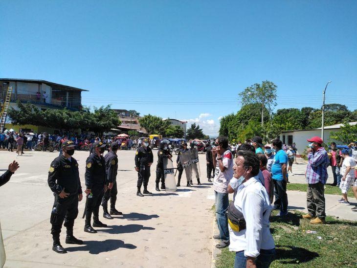 En Bellavista intervienen a varias personas por enfrentarse en protesta contra el alcalde Eduar Guevara