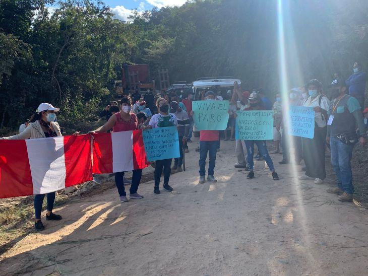 Transportistas que cubren la ruta Sauce – Tarapoto, se sintieron decepcionados porque ninguna autoridad provincial ni regional se acercó ayer para escuchar el pedido para mejorar esta vía