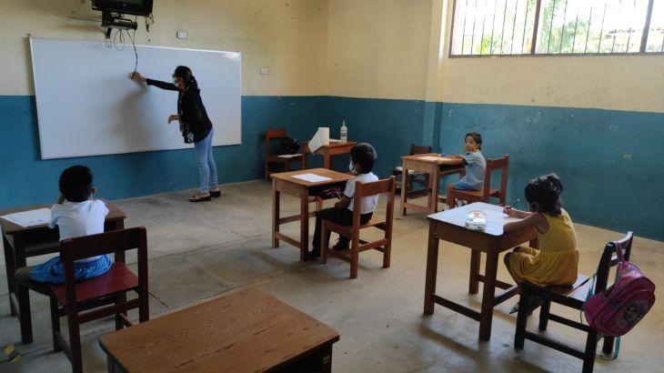Tarapoto: Estudiantes de bajos recursos económicos que no tienen acceso a la tecnología reciben clases presenciales en el Asentamiento Humano 10 de agosto