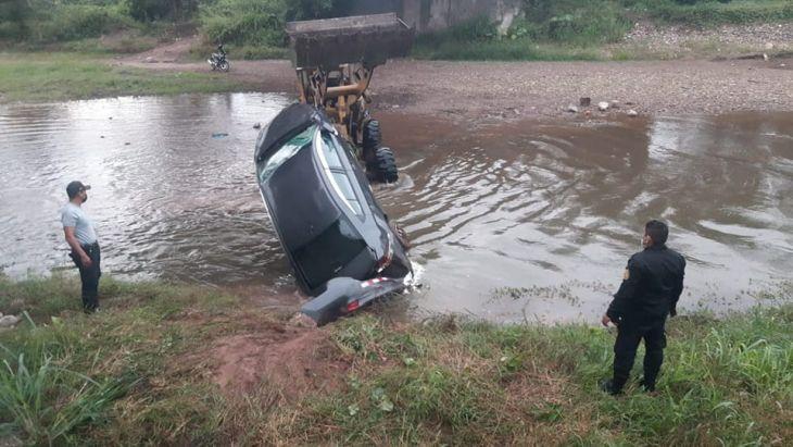 Automóvil de la Empresa de transportes Villa Bellavista, se despista y termina en un barranco de 30 metros de altura en la quebrada Sacanche