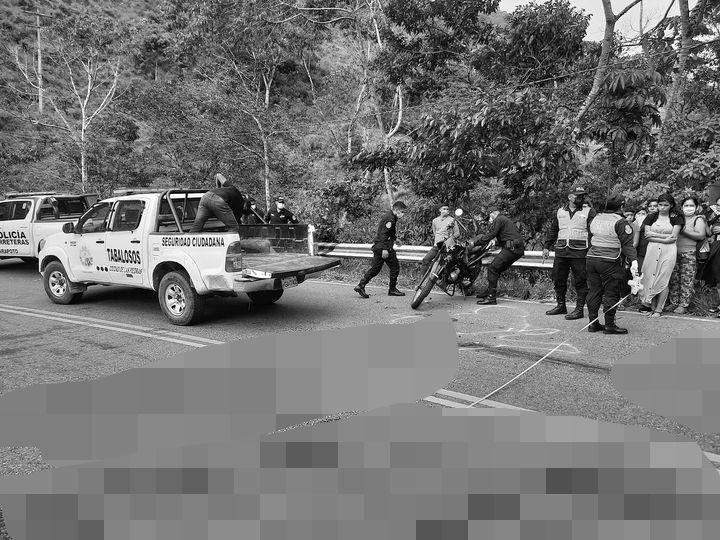 Adolescente muere en la carretera FBT cerca de Tabalosos, tras choque de motocicleta contra un ómnibus de transporte público
