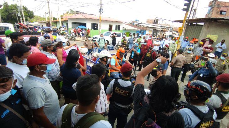 Ante protesta de vecinos, paralizan ejecución de la Ciclovía en el jirón Santa Inés, en el Barrio Huayco