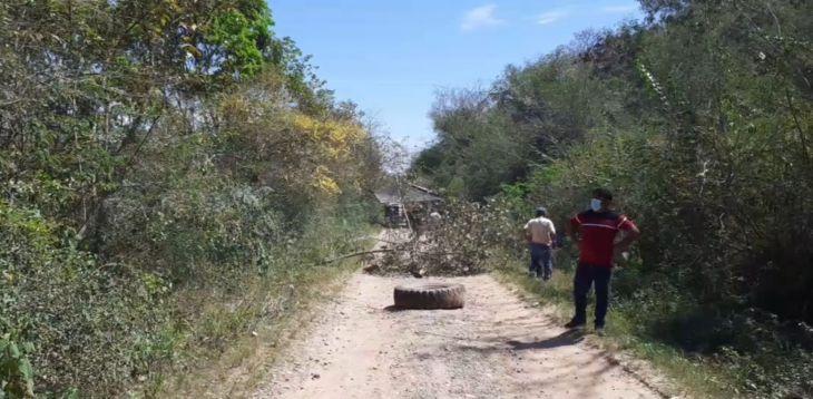 Población de Cedro Pampa distrito de Pucacaca Provincia de Picota toman carretera por abandono de la vía