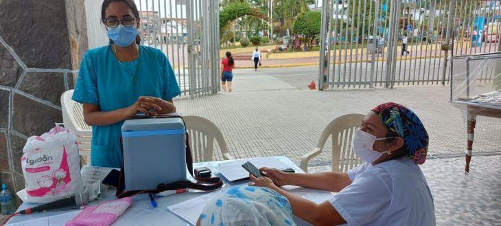 Ante ausencia de población de 30 a 34 años, Brigadas de salud recorrieron los principales mercados y centros de abastos de la región para vacunar a comerciantes en sus propios puestos de trabajo