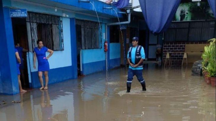 Producto de fuertes lluvias oficina de Sedapar se inunda en Rioja