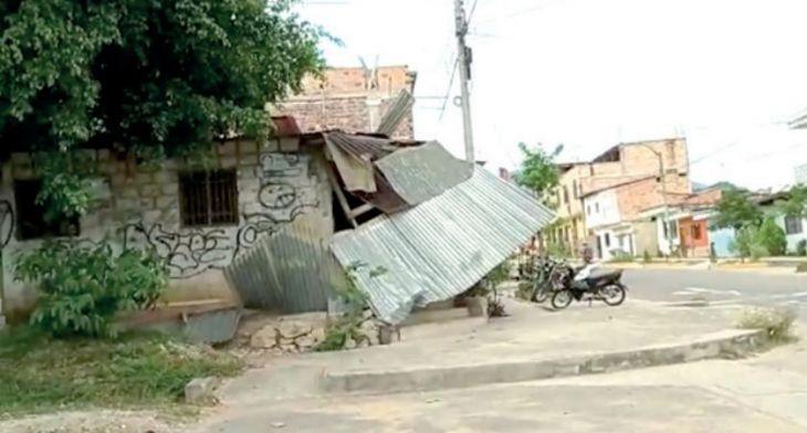 Fuerte viento destecha 4 viviendas en la urbanización 9 de abril en Tarapoto