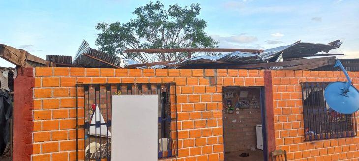 Tres viviendas se quedaron sin techo por fuerte lluvia y viento en el distrito de Pucacaca